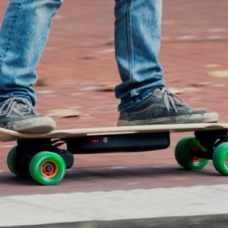 Dodicenne va a sbattere con lo skate e si ferisce seriamente