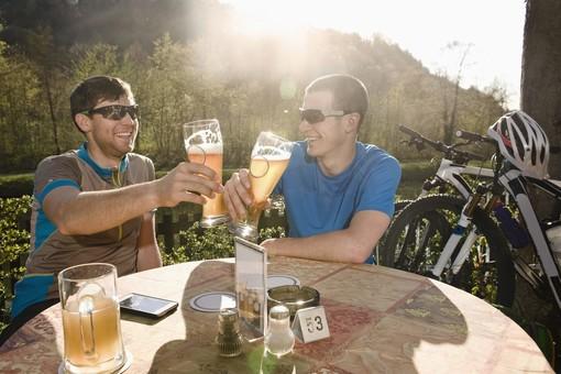 Ogni anno, in Svizzera, 21.000 infortuni in bici: 1.365 di essi sono riconducibili all'alcol