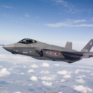 Raccolta firme per impedire al governo svizzero l'acquisto degli aerei da combattimento americani F-35A scelti dal Consiglio federale