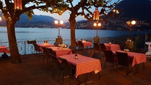Canton Ticino, una cena al grotto, raggiunto in battello