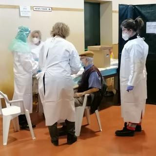 """Campagna vaccinazioni: aperte le iscrizioni per gli """"over 65"""" del Ticino"""