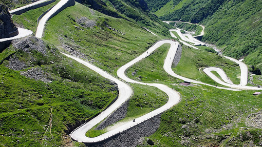La Leggendaria Tremola San Gottardo: al via la pedalata non agonistica